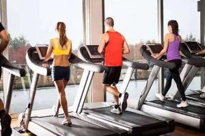 跑步机,让你体验不一样的运动方式